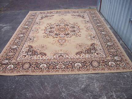 Persian style rug 240 cm by 330 cm top quality little used as ne