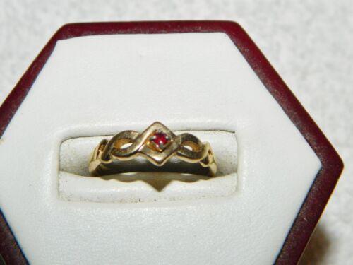 Avon Goldtone & Red Stone Costume Fashion Ring Size 4.75