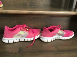 Nike sneakers size youth 6/ women's 8