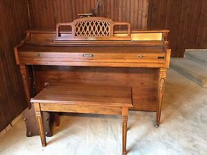 Baldwin Classic Spinet Piano with Bench Excellent Condition
