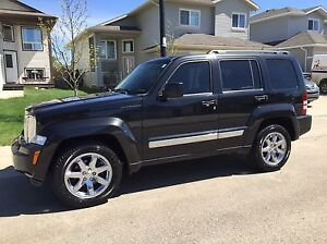 2010 Jeep Liberty Limited 4x4 *VERY LOW KMS*