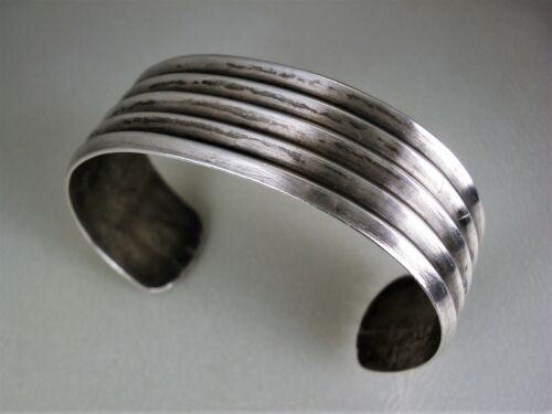 OLD NAVAJO HANDWROUGHT & FILED STERLING SILVER SWEDGED STYLE BRACELET