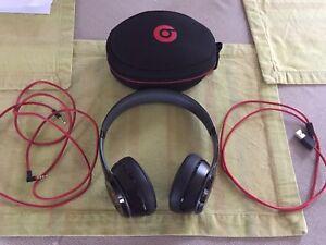 Beats wireless headphones excellent condition