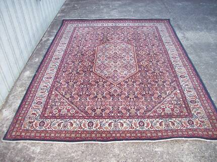 Persian style rug 170 cm by 240 cm attractive style top quality