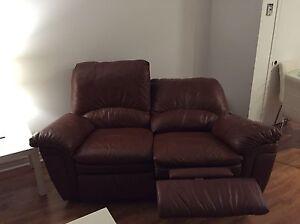 Deux divans/causeuses en cuir à vendre