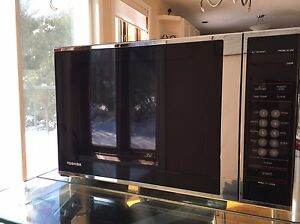 Toshiba 2.0 cu Microwave oven made in USA