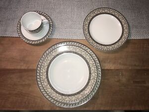 Mikasa Fine China Dishes Serving for 16