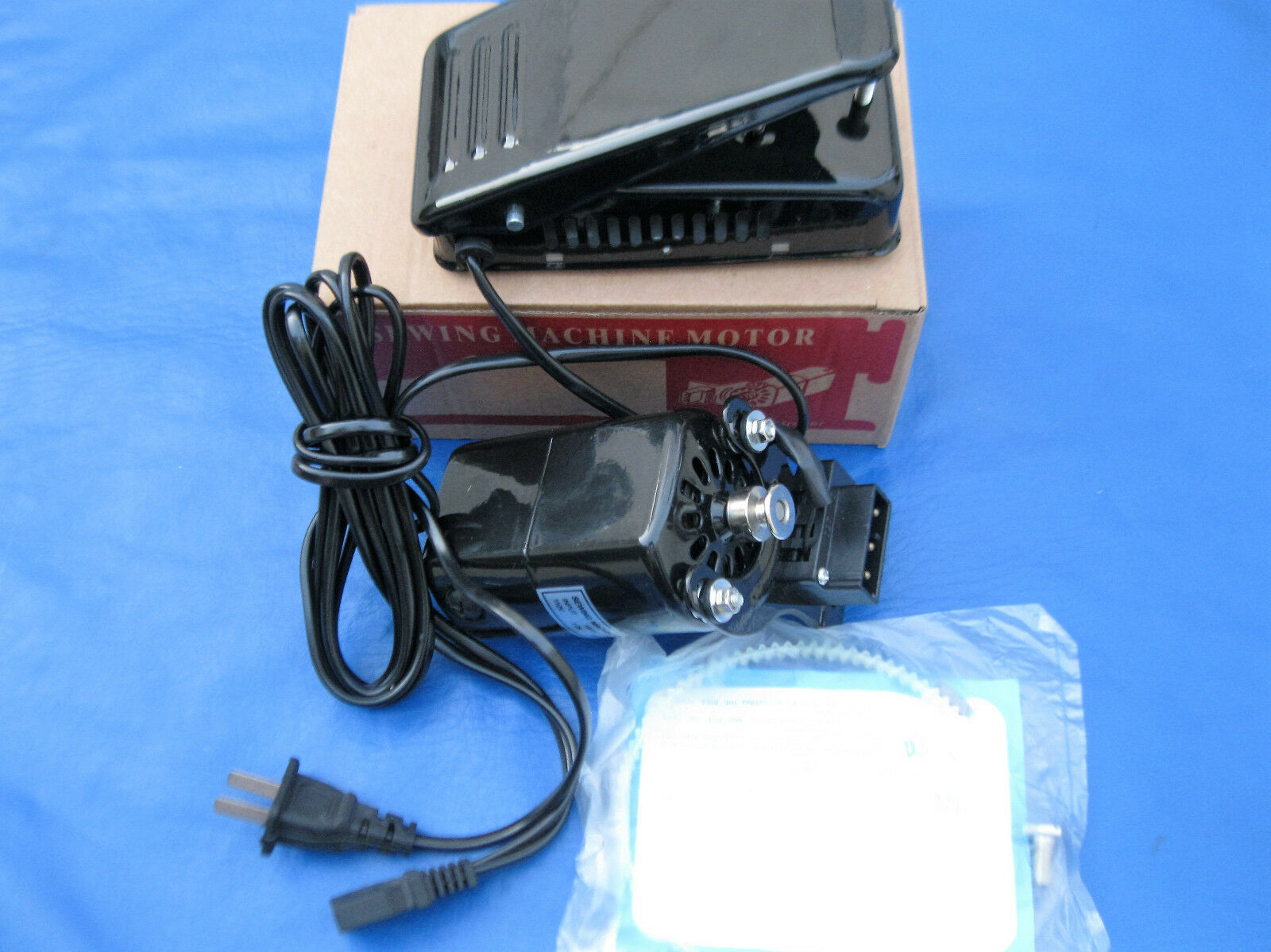 1.0 AMPS BLACK HOME SEWING MACHINE MOTOR & PEDAL SINGER HA1 15 66 99K