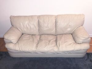 Beautiful Couch Set in Great Condition