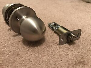 Like new door handles - one with lock & key  Oakville / Halton Region Toronto (GTA) image 2
