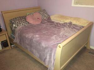 Beige 6-pc Bedroom Pieces Oakville / Halton Region Toronto (GTA) image 1