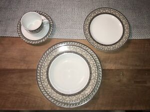 Mikasa Fine China Dinner Wear Serving of 16