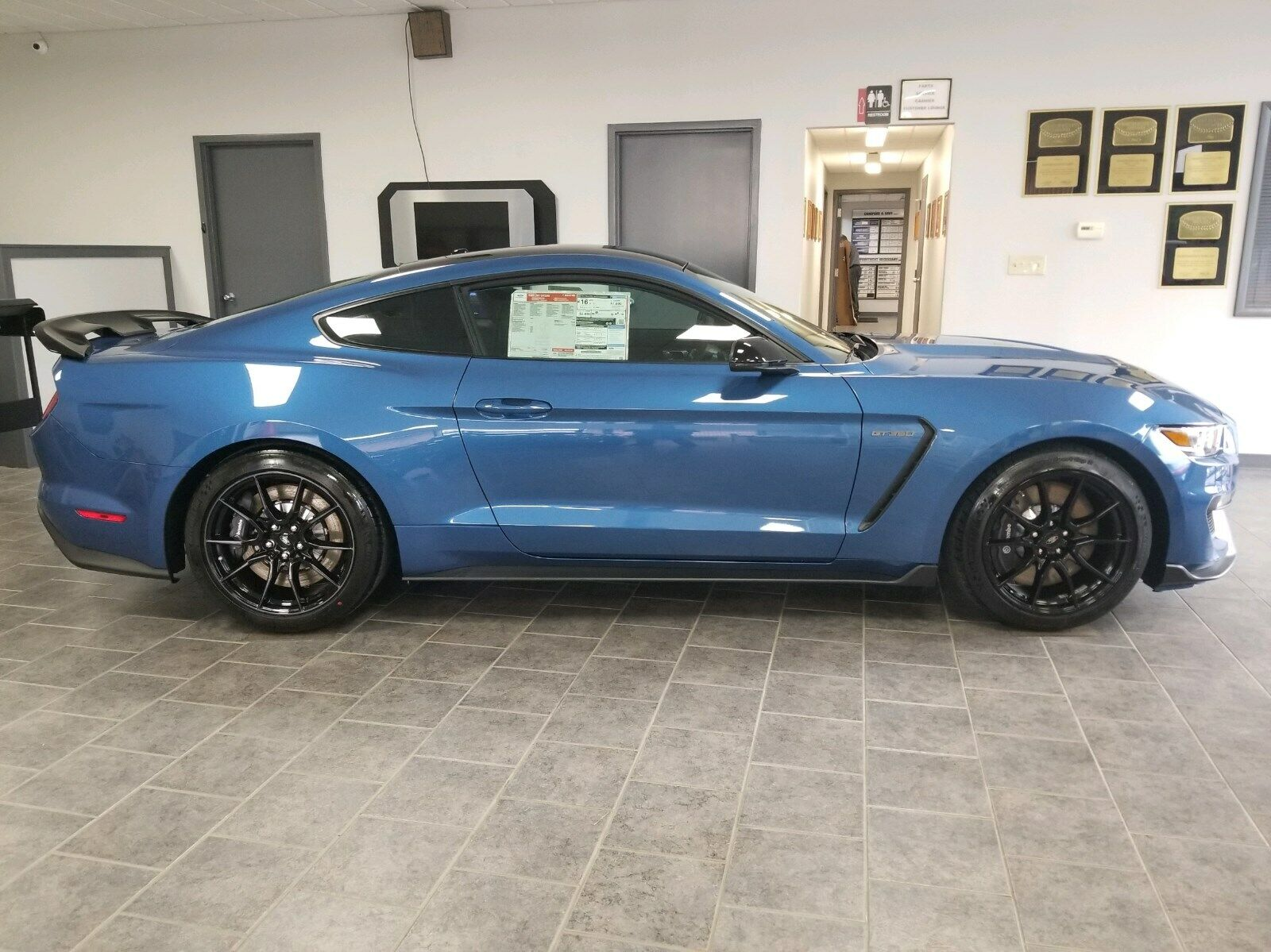 LOOK ----> BRAND NEW - 2019 Ford Shelby GT350 -RARE COLOR - $4000 UNDER MSRP!!!