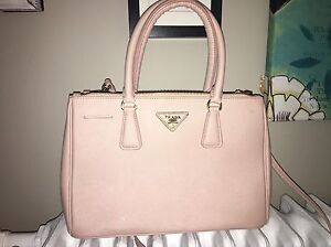 Prada (fake) Handbag London Ontario image 3