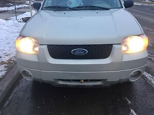 2005 Ford Escape Limited AWD - Fully Loaded- Low Km's- Lady Driv