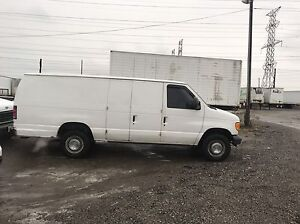 2006 Ford E-250  Extended Econoline 5.4L very low km