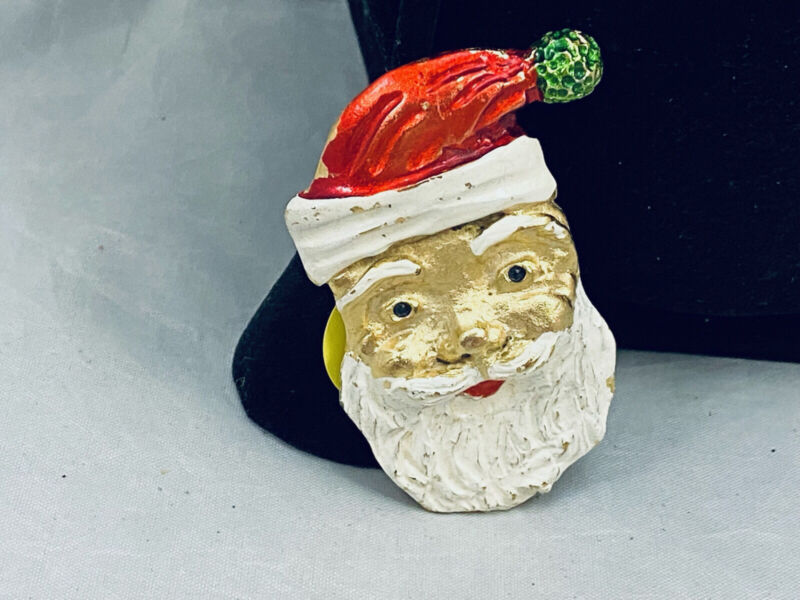 VTG. RED & GREEN ENAMEL GOLD TONE CHRISTMAS SANTA CLAUS BROOCH