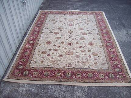 Persian style rug beautiful design top quality wool as new