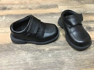 Baby shoes (3 pairs)