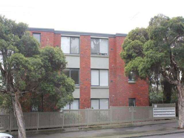 1 Bedroom Apartment in central North Melbourne | Property ...