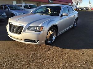 2012 Chrysler 300 S financing available !