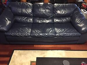Leather couch / Divan en cuir