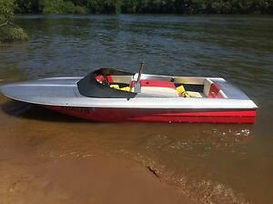 Clinker ski boat 308 v8 engine. Registered Kurrajong Hawkesbury Area Preview