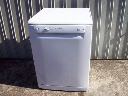 Dishwasher Ariston little used brand new condition perfect work