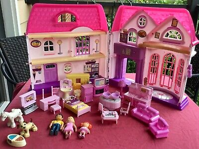 Toys R Us You & Me Happy Together Family Dollhouse w/furniture and dolls