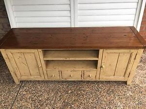 Tv entertainment unit - Windsor McGraths Hill Hawkesbury Area Preview