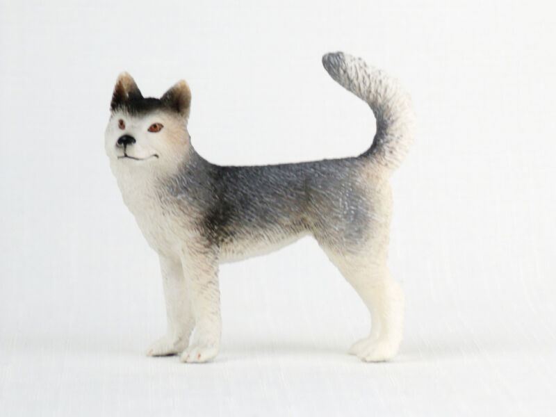 SCHLEICH Dog Figure FEMALE HUSKY 16372 Retired NICE