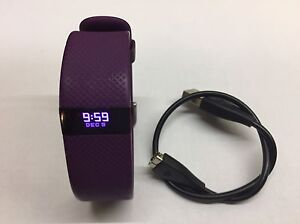 Used:Fitbit Charge HR:Plum:Large