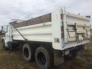 Freight liner fl 180 dump truck