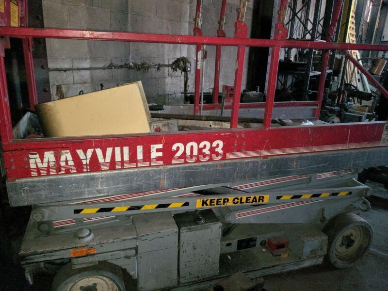MEC Mayville 2033 Scissor Lift