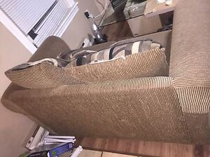 Beige love with seat with 4 pillows  Windsor Region Ontario image 3