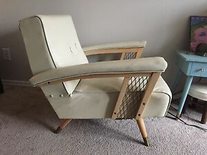 Retro 1960s, Off-White Leather Tufted  Chair