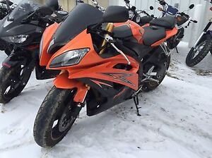 2009 Yamaha R6 Immaculate RARE COLOR LOW KM $71 Bi-Weekly!