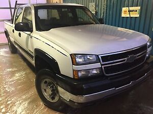 2006 Chevy Silverado 3/4 ton, crew cab, long box V8