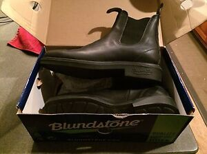 New Size 9 Black Blundstone Boots in Box