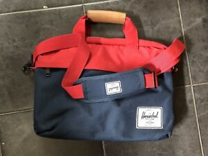 Herschel Supply messenger bag