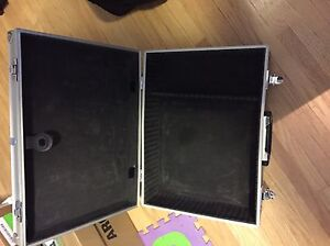 Metal carrying case with foam lining and lock with keys Edmonton Edmonton Area image 4