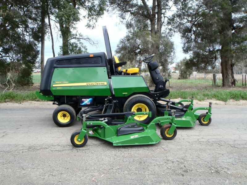 JOHN DEERE 1600 RIDE ON DIESEL COMMERCIAL OUT FRONT DECK