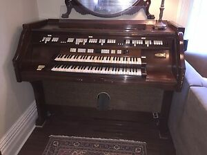Wurlitzer 4700 console only FREE
