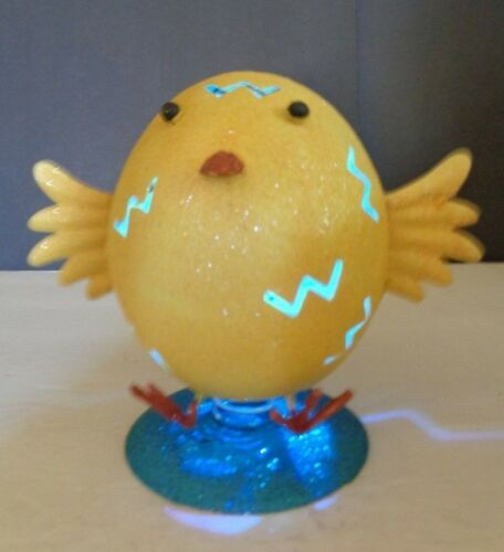 METAL CHICK SPRING BOBBLE COLLECTIBLE WITH LIGHTS HOME HOLIDAY COLLECTIBLE