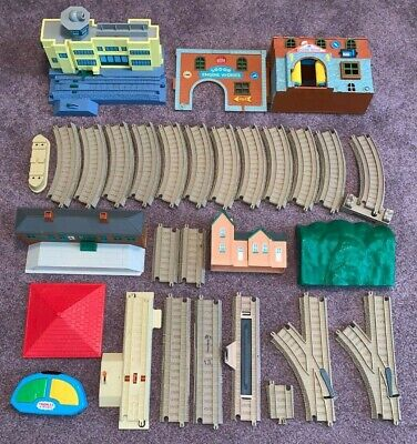 THOMAS THE TRAIN, TRACKMASTER BUILDINGS & TRACK,LOT (Tomy) As Found