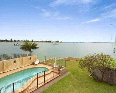 Room to rent in beautiful water front property Taren point