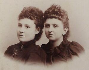 ANTIQUE-1880-039-s-CABINET-PHOTOGRAPH-BUTLER-MISSOURI-TWO-WOMEN-POSING