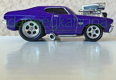 """Funline Muscle Machines 2000 Chevy Chevelle SS 396  Rubber Tires  Die-Cast 3 """""""