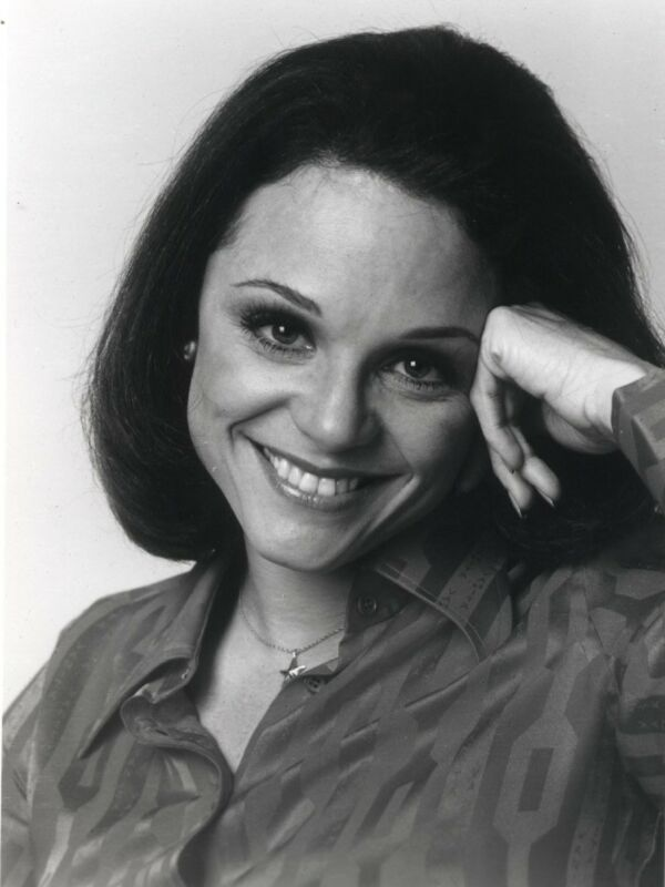 Valerie Harper Beautiful Smile 8x10 Photo Print