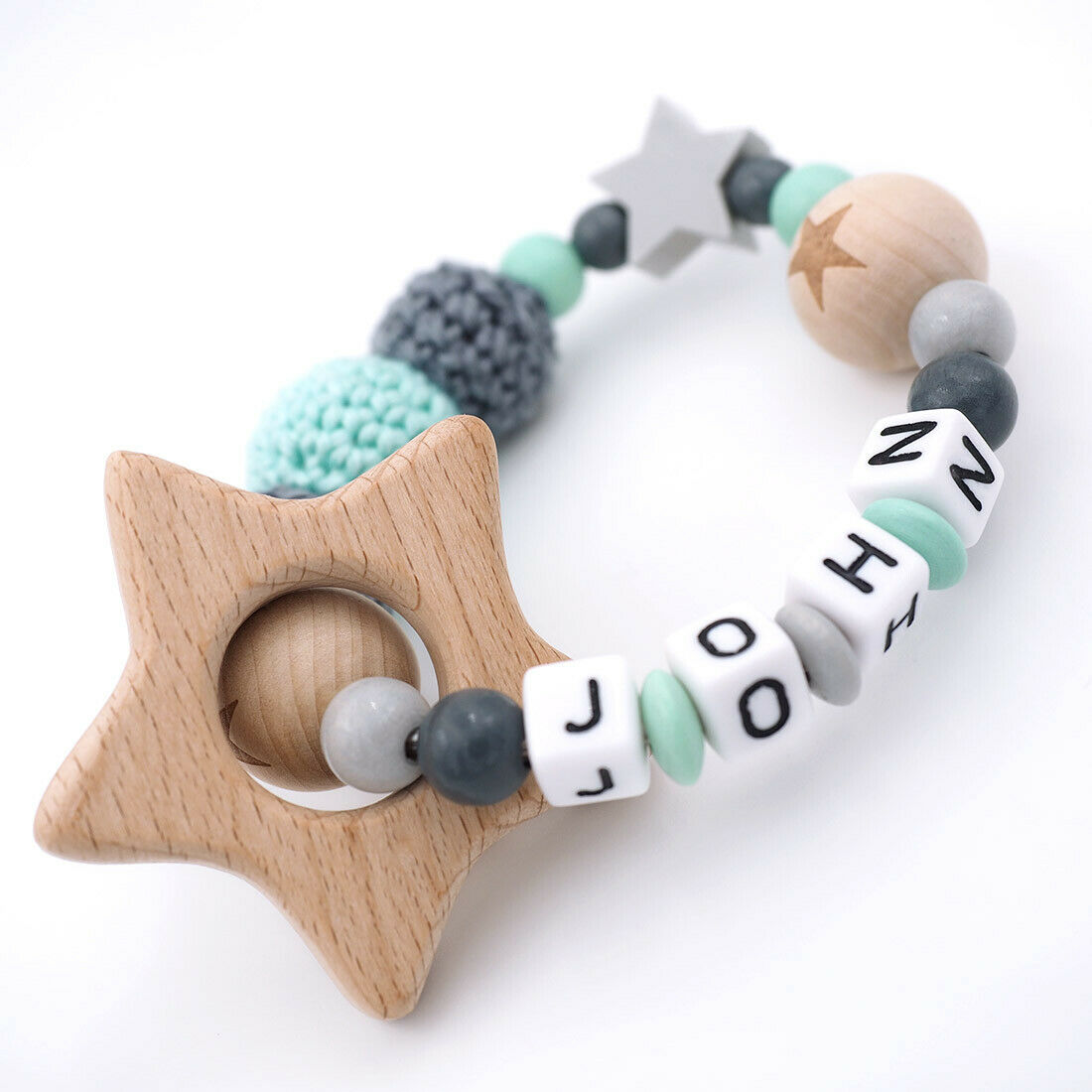 Greifling mit Namen ❤ Junge ❤ Häkelperle grau mint Holz Babygeschenk Name